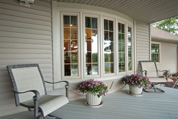 Exterior View of Simonton Vinyl Replacement Bow Window
