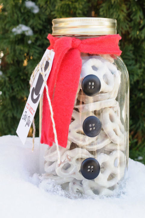 5 DIY Christmas Gifts With Mason Jars