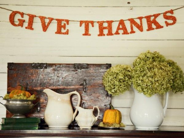 Hang a Thanksgiving banner above your mantel. Find more DIY Thanksgiving decoration ideas here.